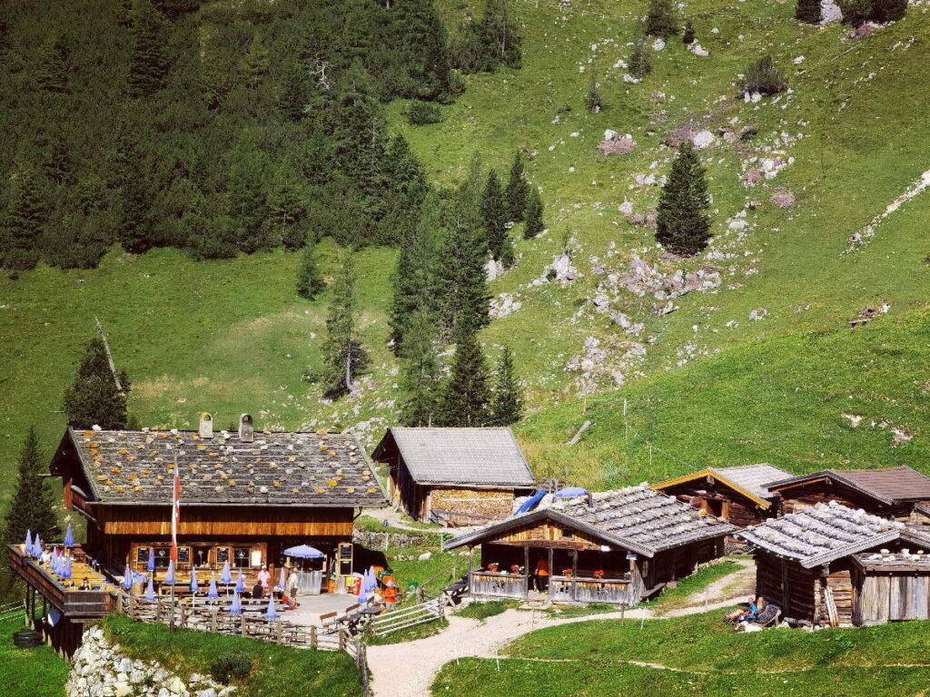 Frühlingswanderung zur urigen Dalfazalm - wo du den perfekten Kaiserschmarrn essen kannst