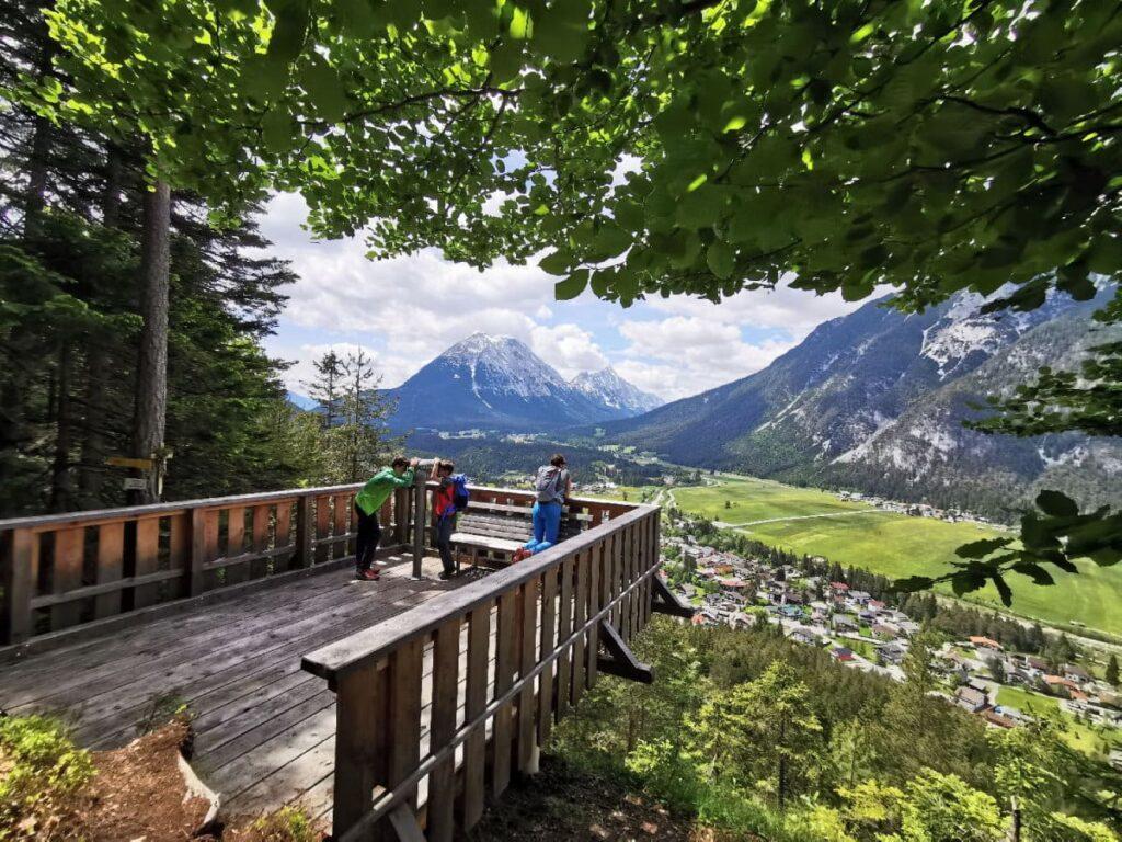 Aussichtsreiche und sonnige Frühlingswanderung in Seefeld: Auf den Kurblhang mit Ausblck über die Leutasch