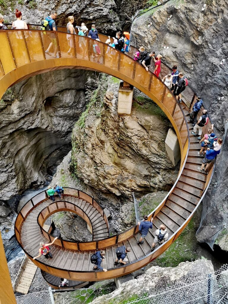 Österreich wandern - über die Helix Treppe in der Liechtensteinklamm
