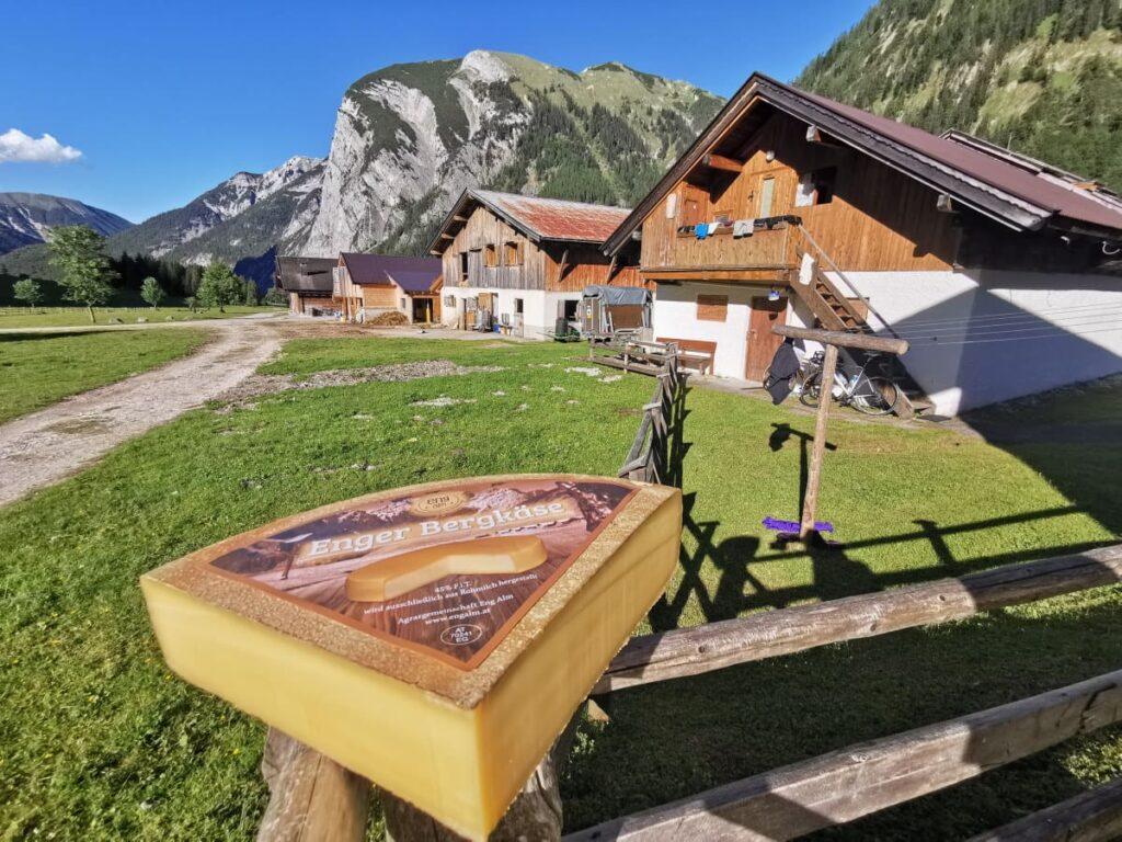 Österreich wandern - zur urigen Engalm, wo der echte Enger Bergkäse hergestellt wird