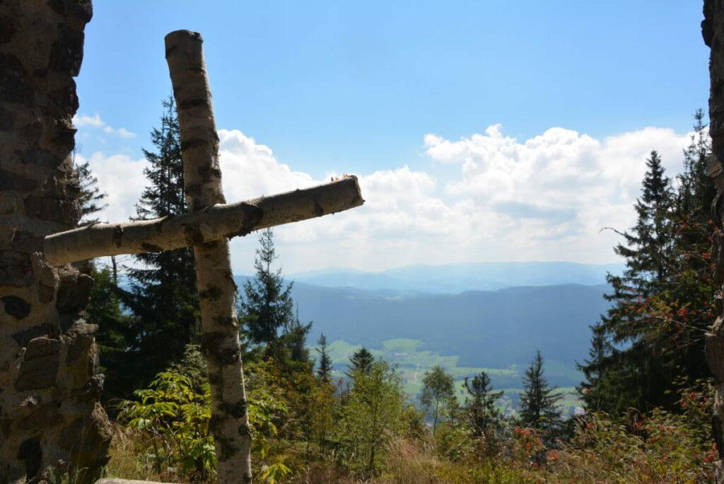 Bayerischer Wald Berge - eine Hügellandschaft mit viel Wald