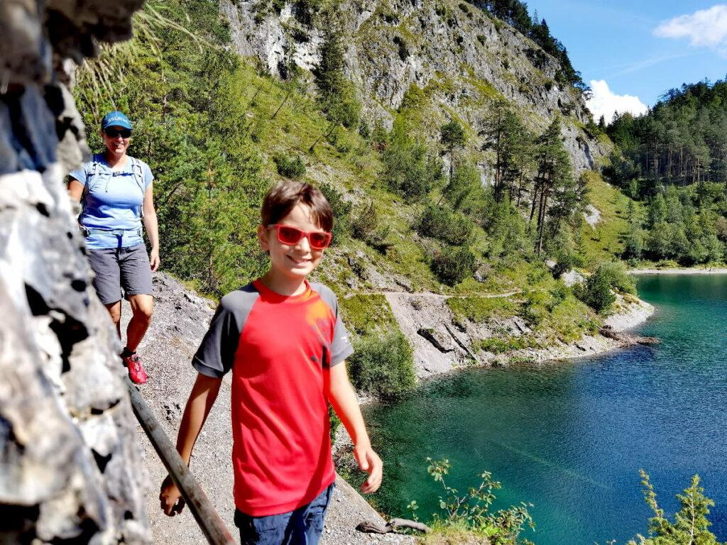 Tolle Wanderung im Sommer rund um die tükisgrün schimmernden Seen