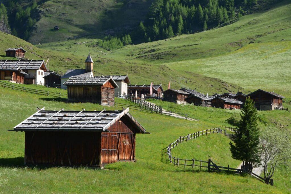 Das schönste Almdorf in Südtirol - Wanderziel und Ausgangspunkt für höherliegende Wanderungen im Sommer