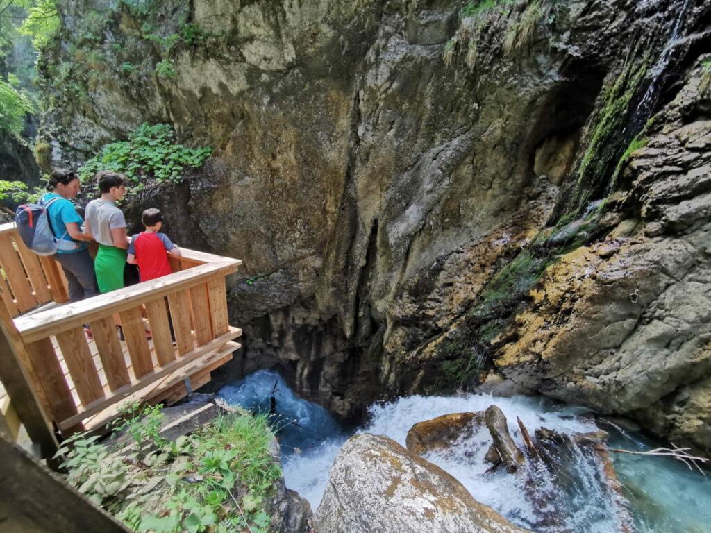 Frühlingswanderung in Tirol mit Kindern: Durch die Wolfsklamm